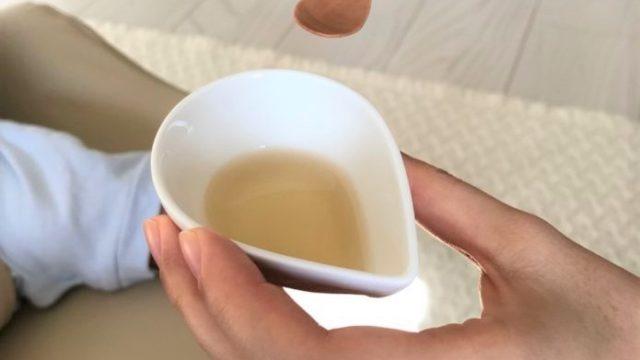 赤ちゃんの麦茶はスプーンで飲ませる